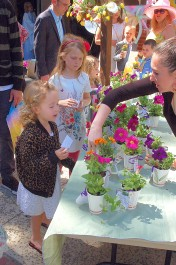 All children are invited to take home fresh flowers!